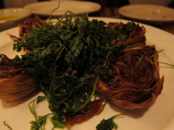 SSPNY looks over the whole Bianca menu filled with appealing and generously portioned choices, including the Fegatini con Aceto Balsamico. This time, we started off with the Carciofi Fritti, or salty crunch baby artichokes served with crispy fried parsley. Besides delicious food, most appetizers and pastas will also only ring you up in single-digit territory, with most fish and meat dishes only hitting the mid-teen price point.