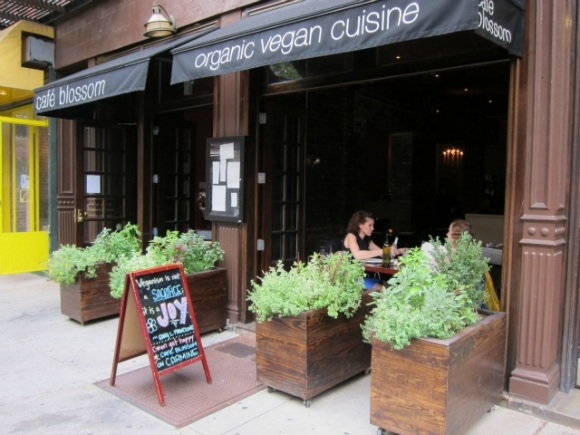 Cafe Blossom Exterior on Carmine St. SSPNY, StoneStreetNY, Luxury NYC Apartments, Stone Street Properties, West Village Luxury Rentals