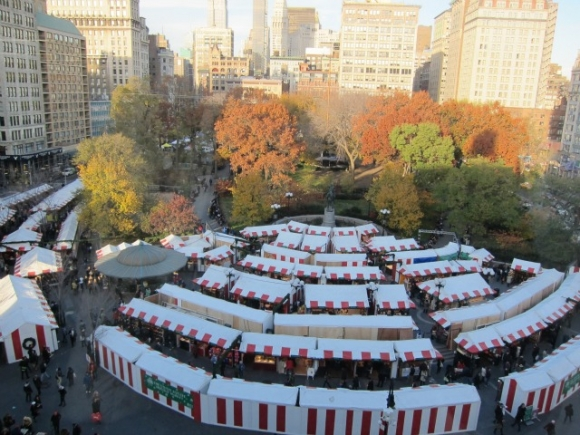 The Union Square Holiday Market 2012 is open from Monday to Friday from 11am to 8pm, Saturday from 1pm to 8pm and Sunday from 11am to 7pm, all closing down on December 24th at 4pm